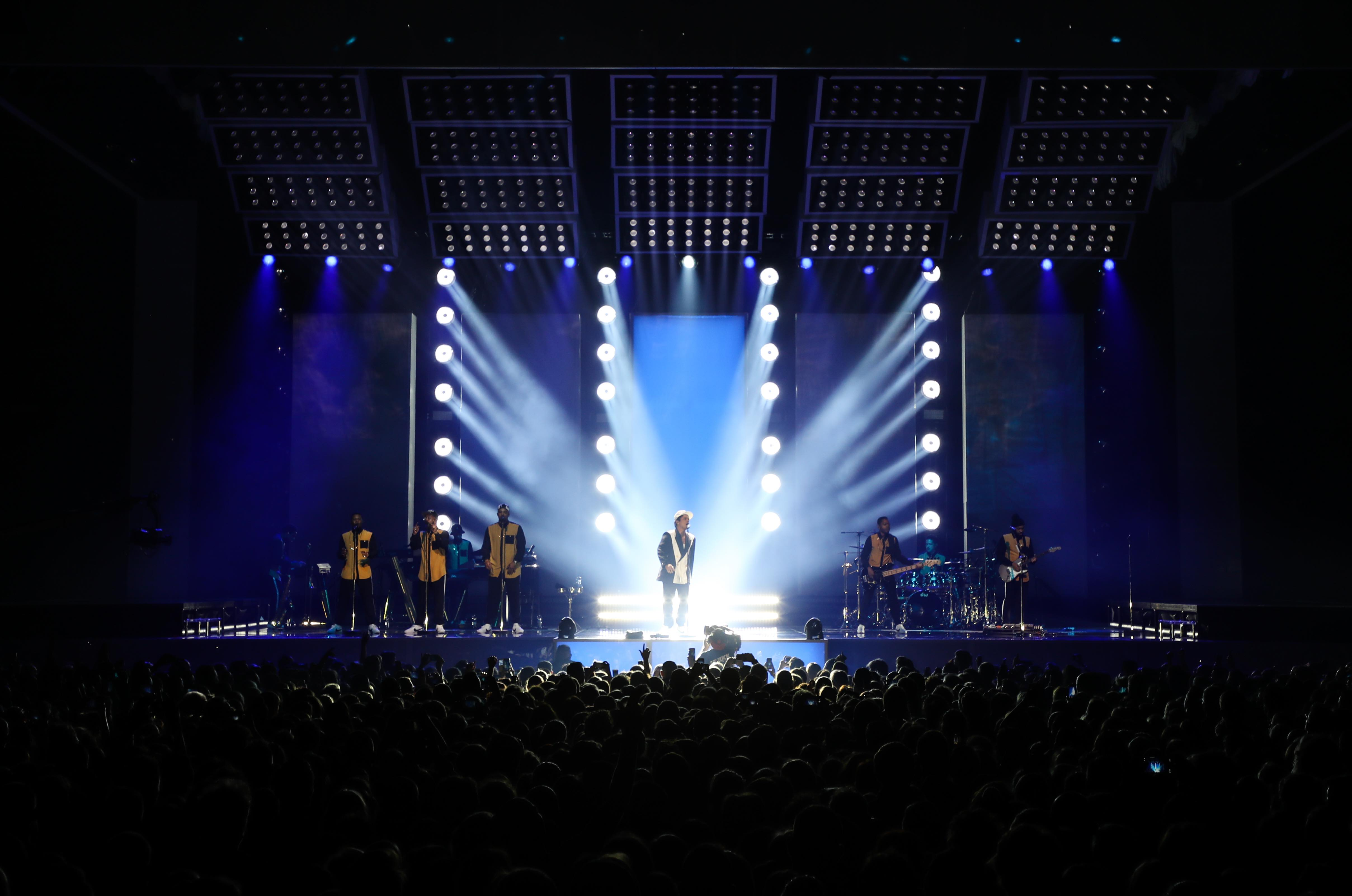 Download high-res & Philips Lighting brings the funk on Bruno Marsu0027 24K Magic world tour ...