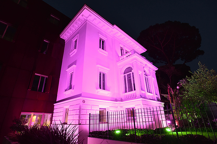 Dutch embassy in Rome turns pink to celebrate the victory of Tom Dumoulin at the Giro d'Italia 2017