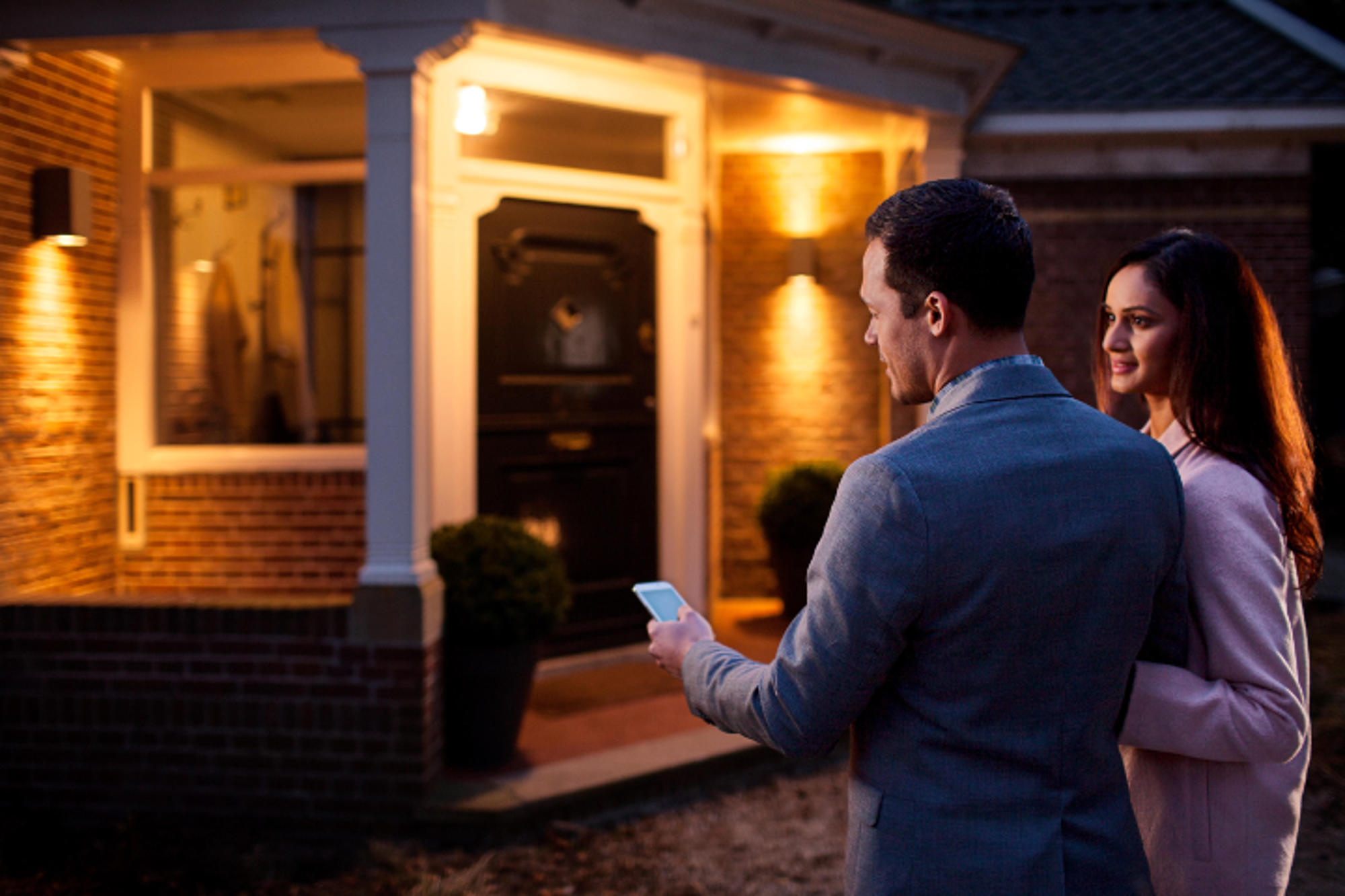 Philips Lighting And Comcast Partner To Offer Xfinity Home Customers