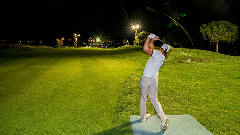 Philips Lighting ilumina el hoyo 18 en Golf Retamares para dar un golpe solidario