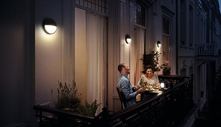 Plafoniera Esterno Philips : Philips lighting presenta abelia una lanterna portatile per