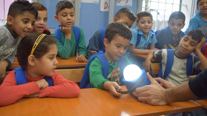 Lighting for schools and refugee camps with Jusoor