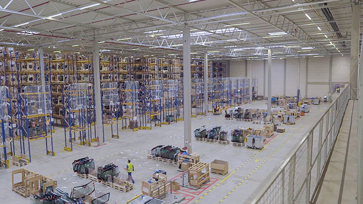 Signify's connected lighting helps Pilkington Automotive to create a smart warehouse