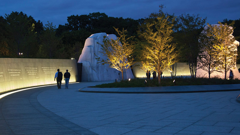 Martin Luther King, Jr. Memorial (in collaboration with David A. Mintz), Washington, DC, United States – Lighting designer Randy Burkett © Ron Solomon Photography