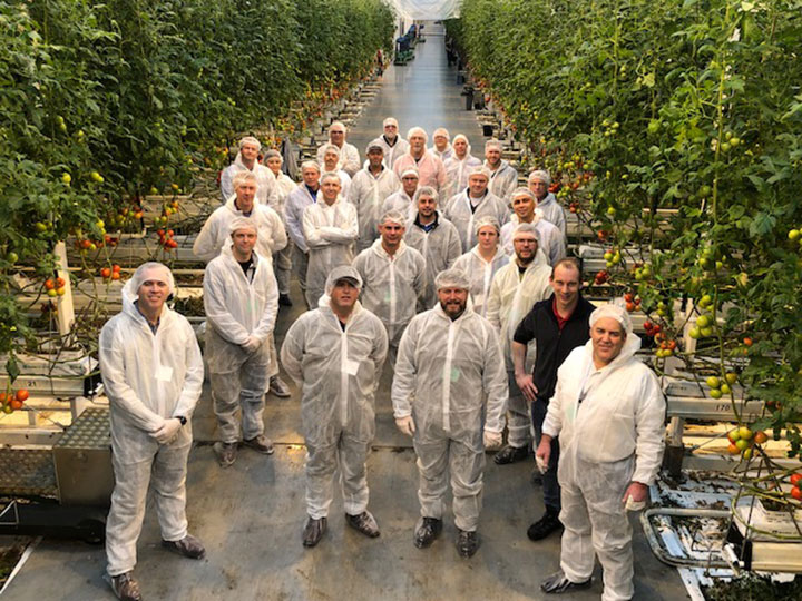North America growers visit Dutch greenhouse operations to learn more about Philips brand horticulture lighting